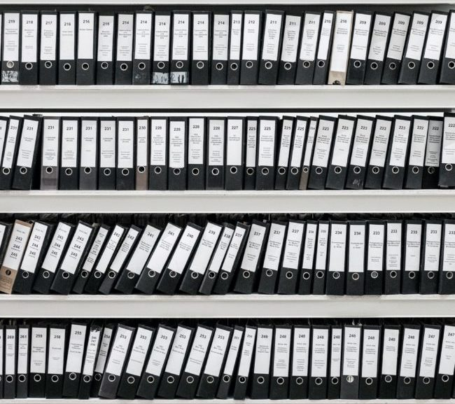 Onlin accounting does away with unwieldy, inconvenient filing, Photo by Samuel Zeller on Unsplash